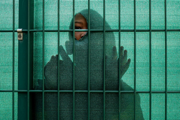 Derrière la grille  /  Elisabeth Anastasio